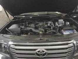 Toyota Land Cruiserподкапотное пространство